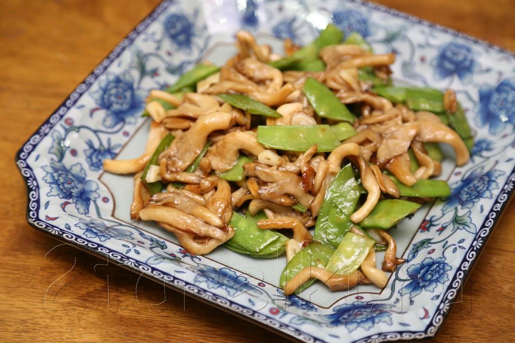 Грибы с зеленым горошком в устричном соусе 8