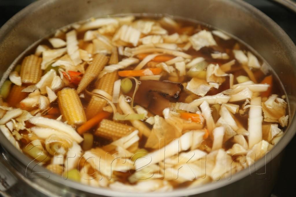 Грибной суп с креветками и овощами по-азиатски 8