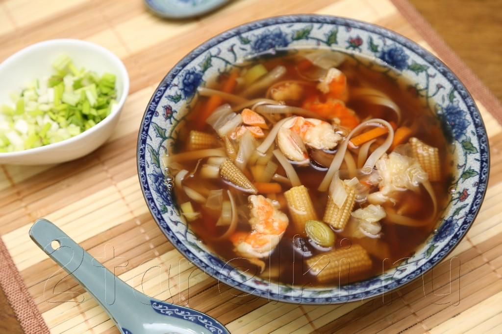 Грибной суп с креветками и овощами по-азиатски