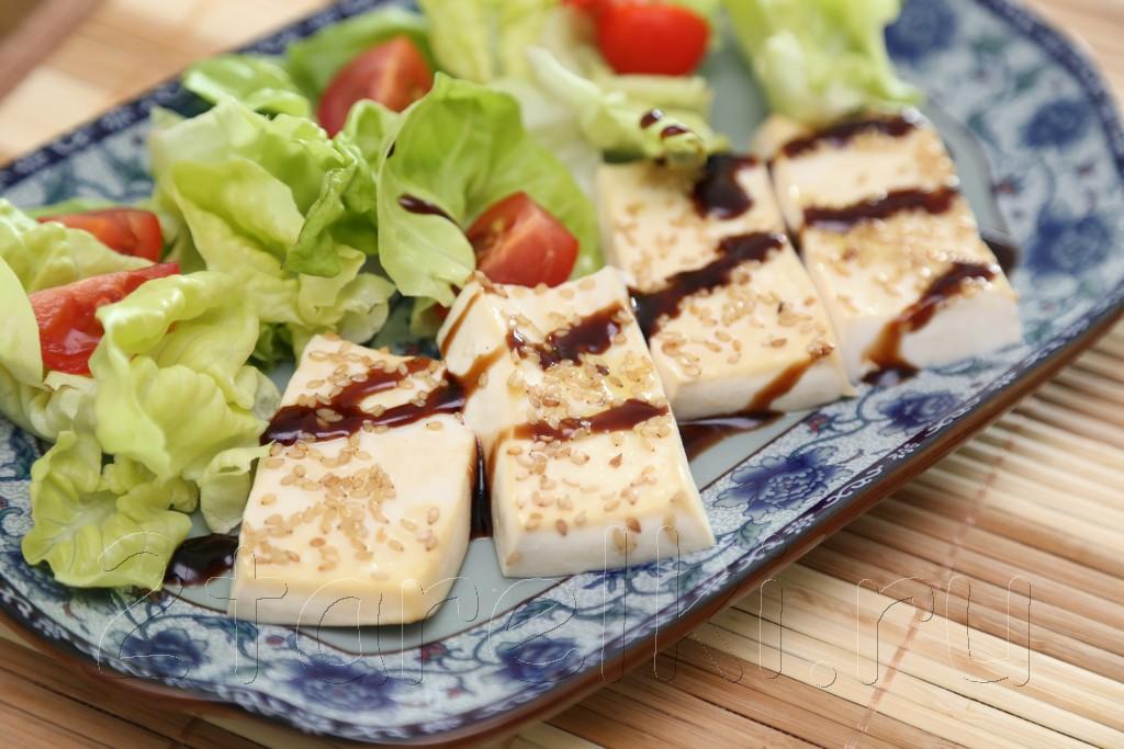 Запеченный тофу с кунжутом