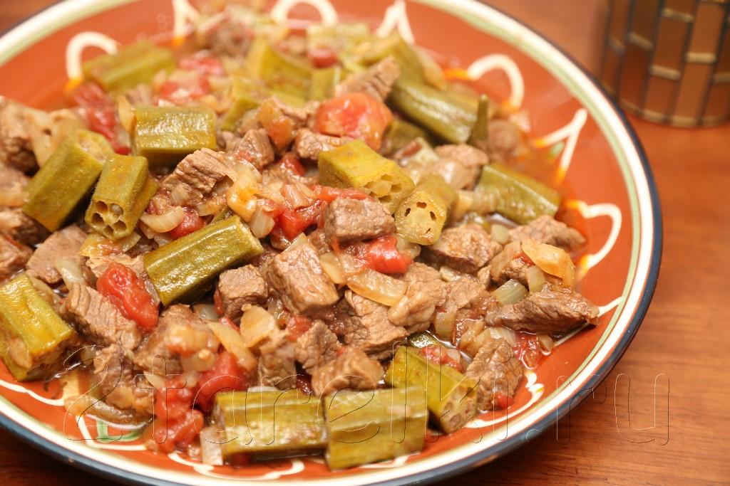 Тушеное мясо с бамией