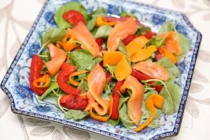 Салат из шпината с слабосоленой семгой 8