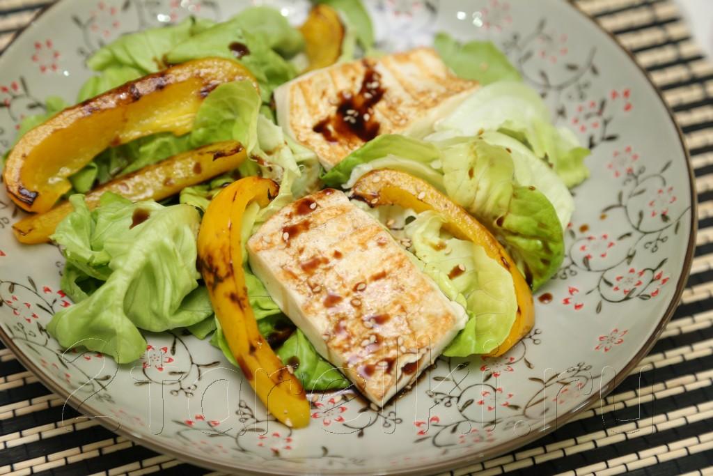 Фитнес-салат с тофу и перцем
