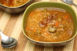 Мясной суп с чечевицей и бамией