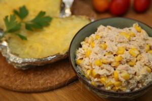 Закусочный салат из тунца и кукурузы