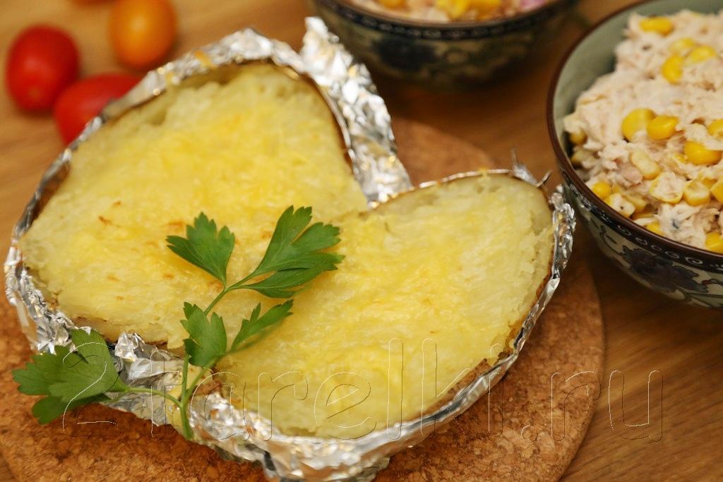 """""""Крошка-Картошка"""" - печеная картошка с маслом и сыром"""