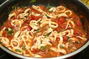 Кальмары в томатном соусе 9