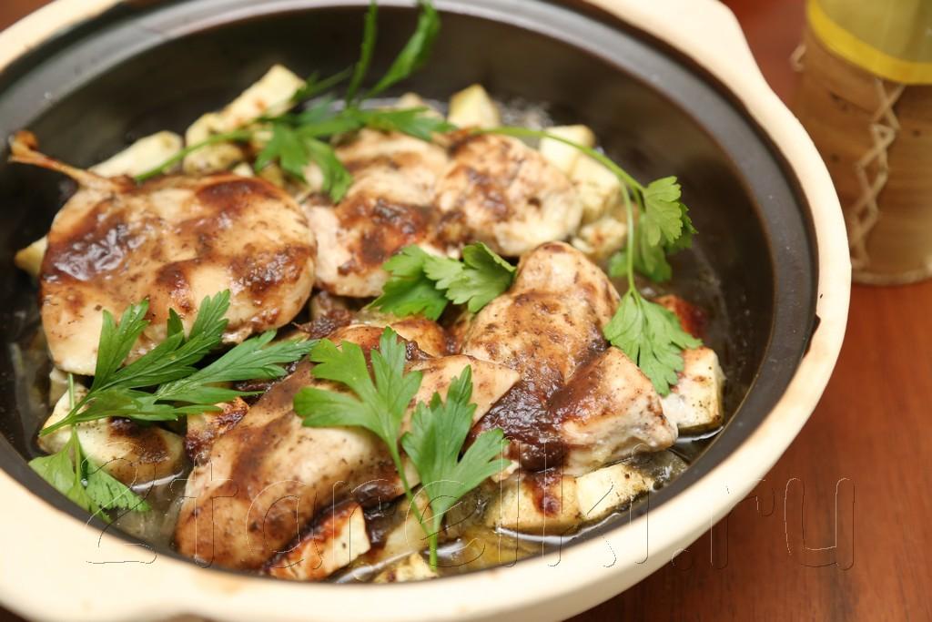 Куриное филе с баклажанами и Ткемали