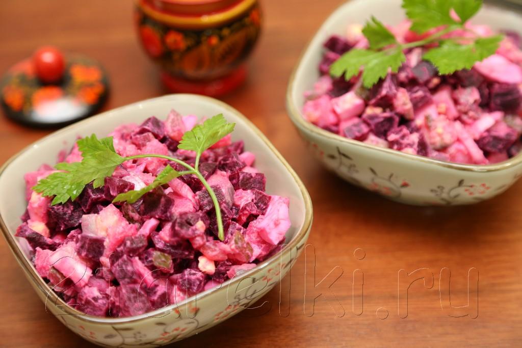 Закусочный салат из сельди со свеклой