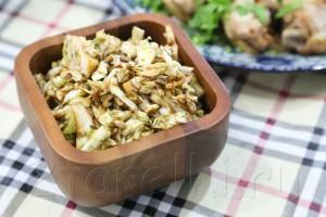 Салат с капустой и семечками