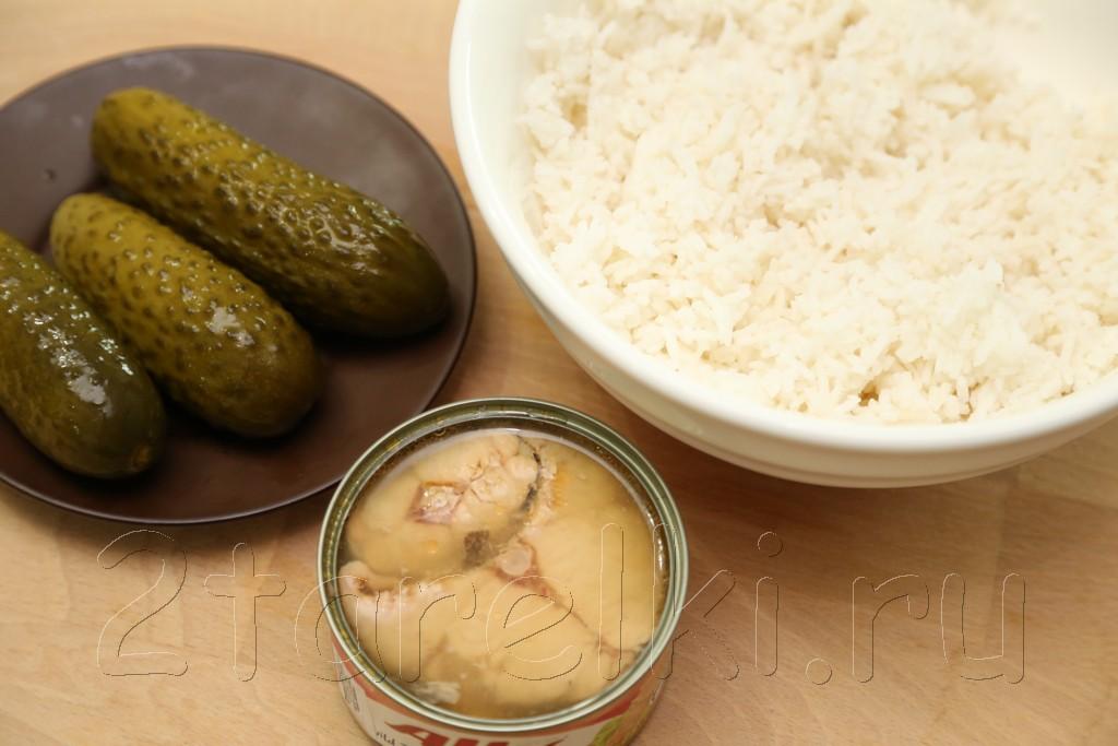 Салат из риса с рыбой 1