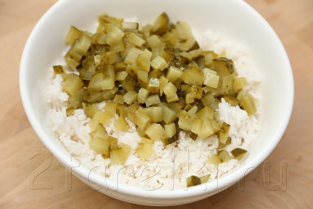 Салат из риса с рыбой 3