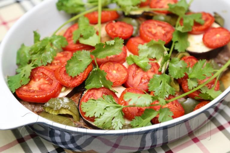 Баранина, запеченная с овощами