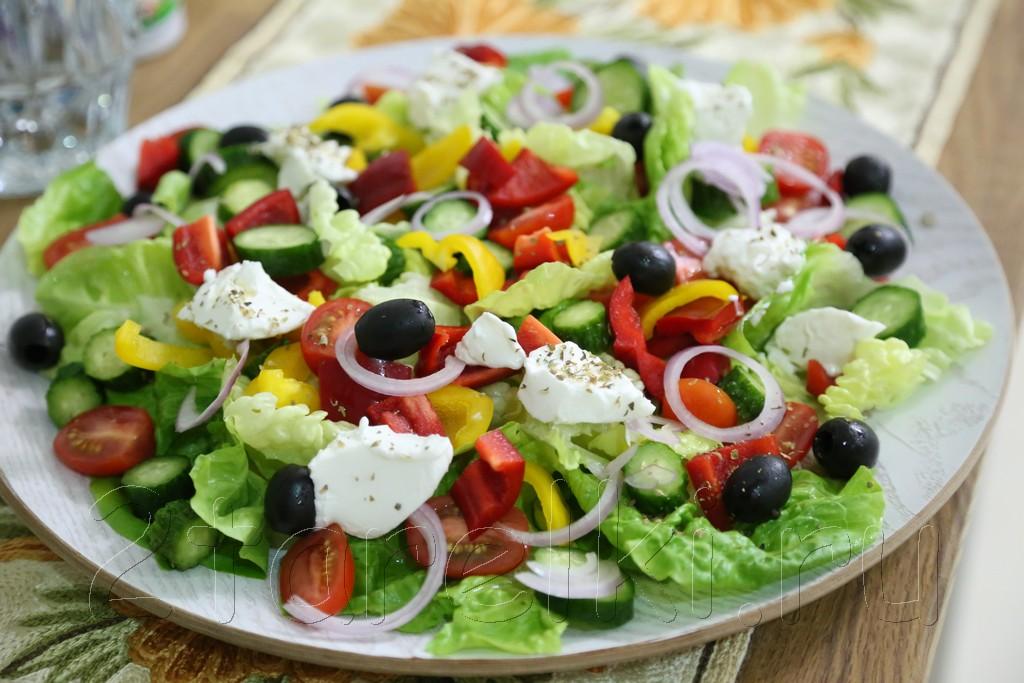 Греческий салат с говядиной-гриль 3