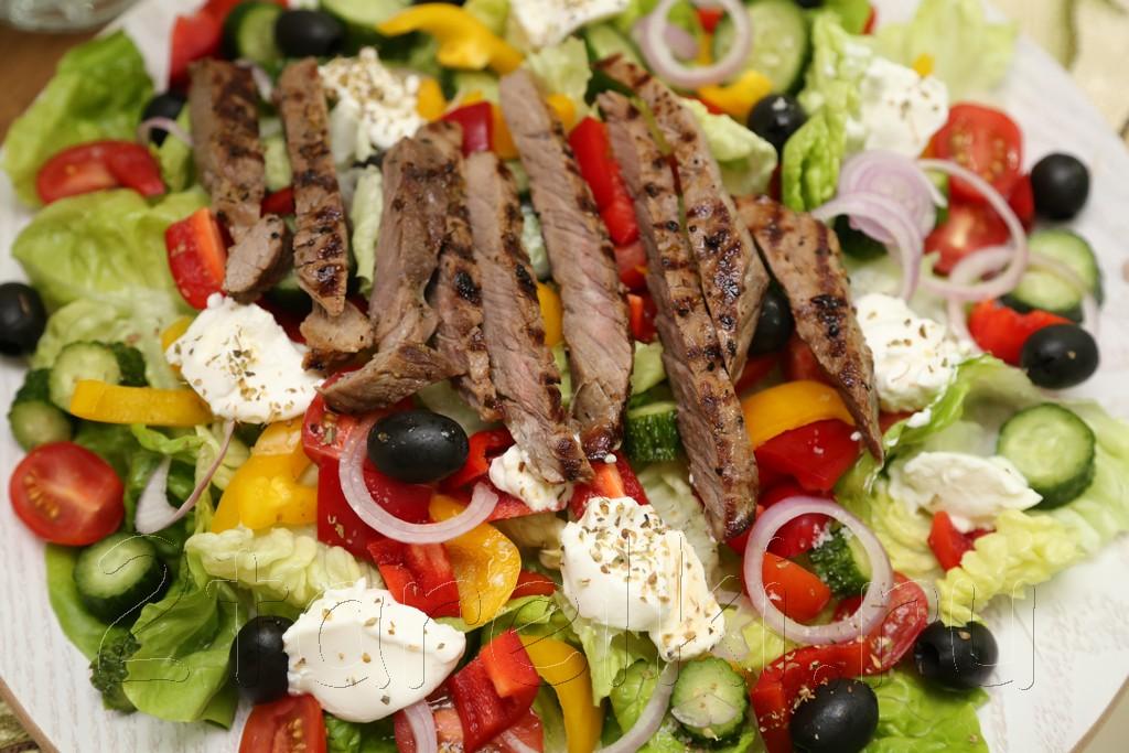 Греческий салат с говядиной-гриль 6