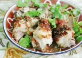 Курица, тушенная с томатом и бамией