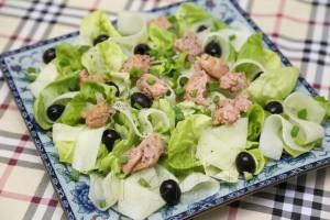 Салат с печенью трески и огурцами