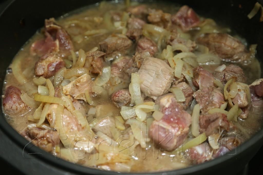Тушеная говядина в сметанно-черносливовом соусе 6