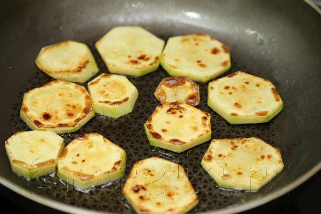 Салат из кабачков с копченой паприкой