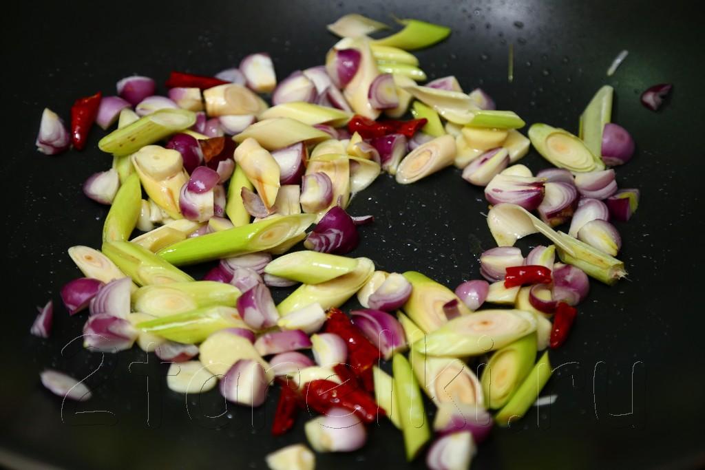 Кальмары в томатном соусе по-малайзийски 5