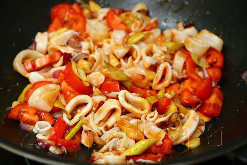 Кальмары в томатном соусе по-малайзийски 9