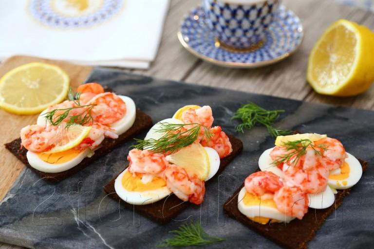 Шведские бутерброды с креветками