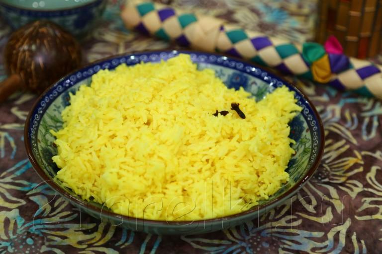 Пряный желтый рис по-малайзийски