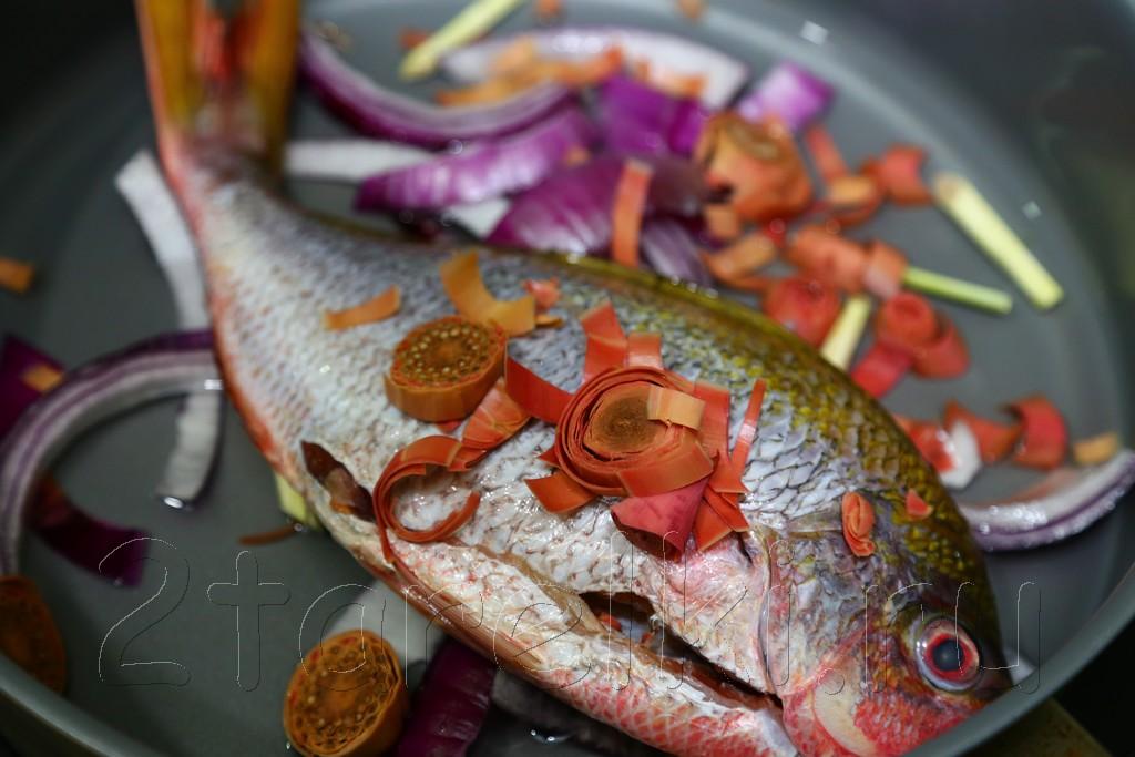 Рыба, припущенная с цветком имбиря 2