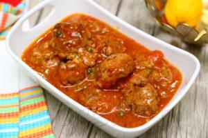 Тефтели из говядины в пикантном томатном соусе