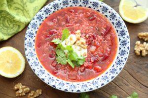 Томатно-свекольный суп с грецкими орехами