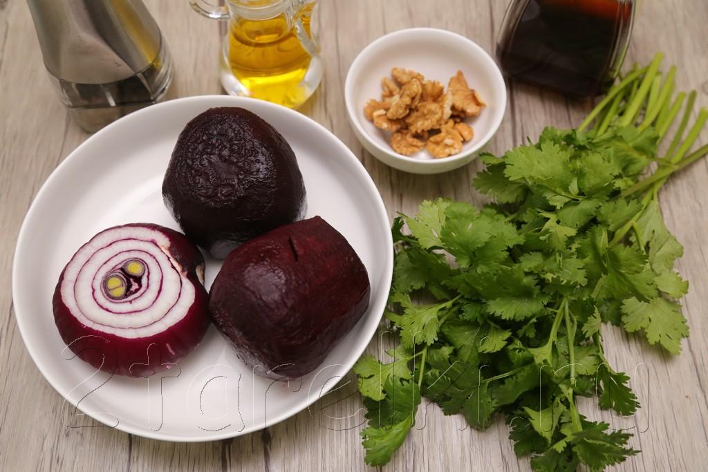 Салат из свеклы с кинзой и орешками