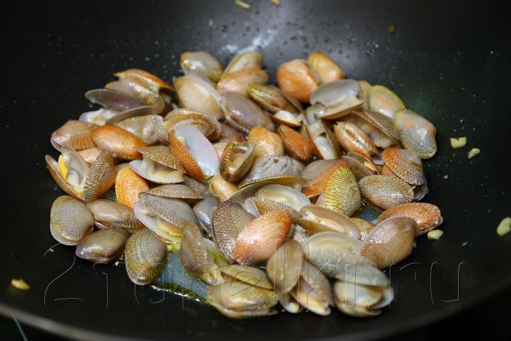 Ракушки в чесночном масле