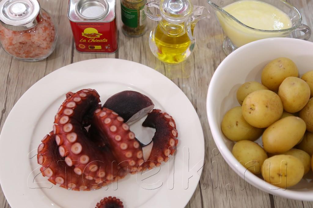Осьминог на гриле с картофелем и айоли