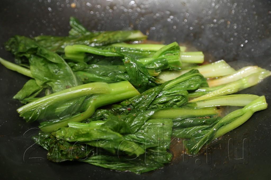 Креветки с молодой брокколи и устричным соусом