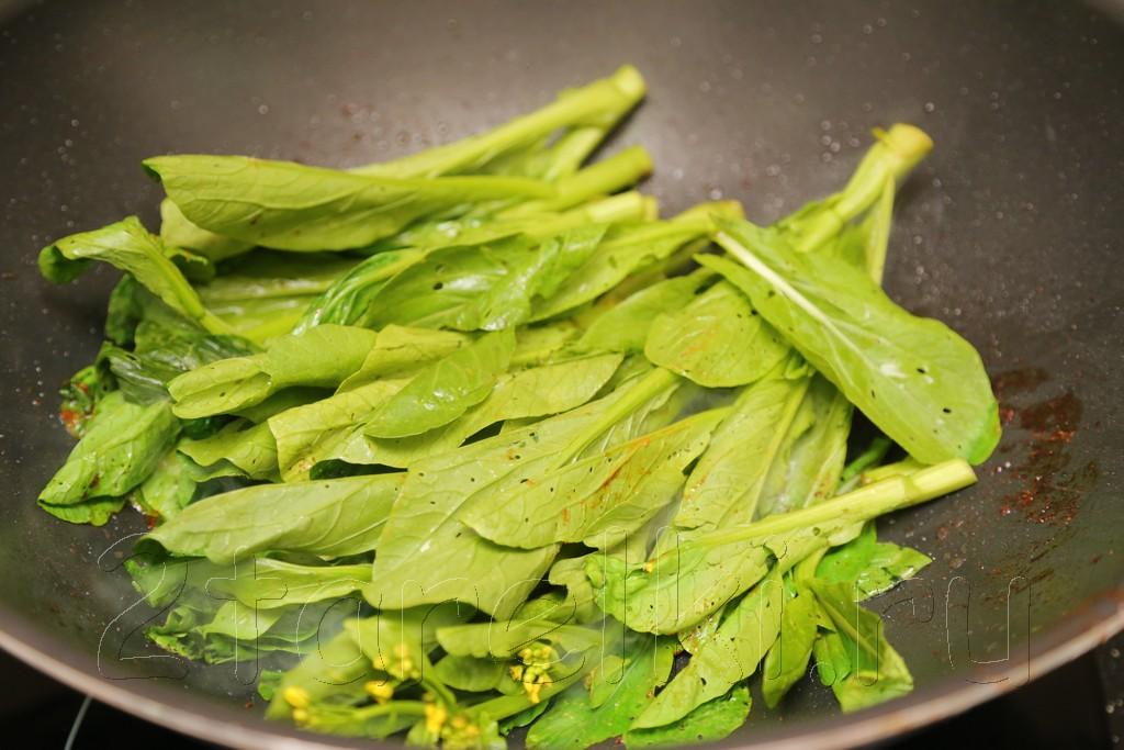 Креветки с кайлан в устричном соусе
