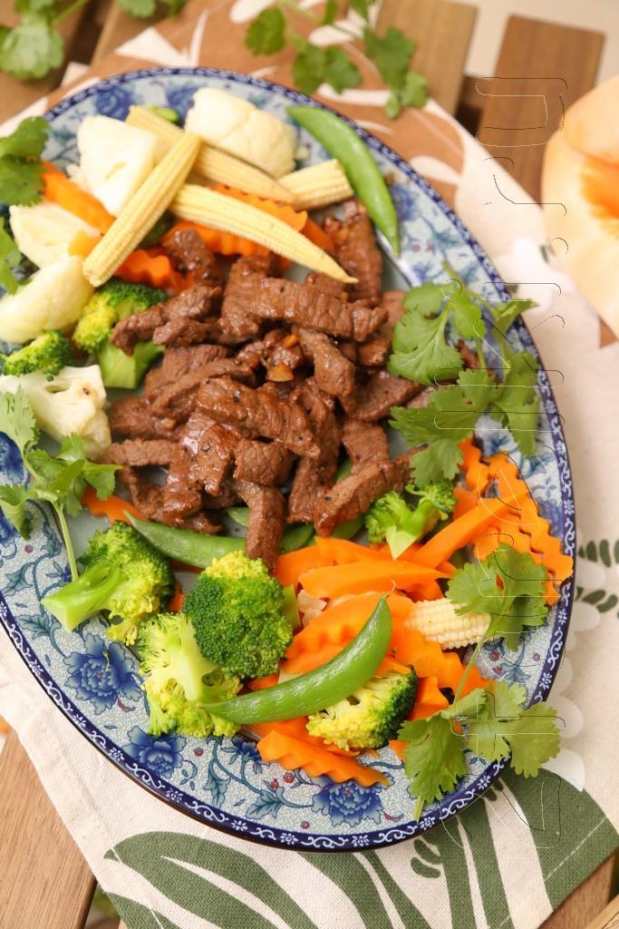 Говядина с устричным соусом и овощами